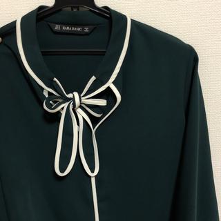 ザラ(ZARA)のZARA 緑 シャツ(シャツ/ブラウス(長袖/七分))