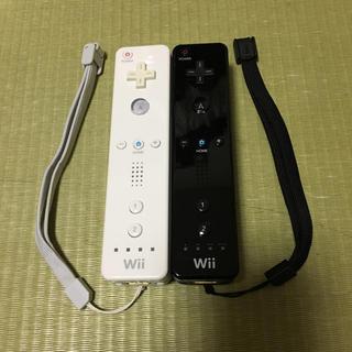 ウィー(Wii)のWiiリモコン白 黒 2本セット(家庭用ゲーム本体)