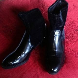 ザラ(ZARA)のZARA 大きいサイズ ベロア エナメル調 異素材切り替えブーツ 40 25(ブーツ)
