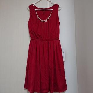 ドレス 赤 ネックレス、ベルト付き(ミディアムドレス)