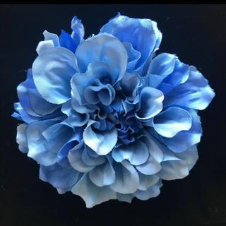ダリアの2wayコサージュ(ブルー)(コサージュ/ブローチ)