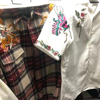 グッチ(Gucci)の UVERworld takuya着用  GUCCIボーリング刺繍シャツ (シャツ)