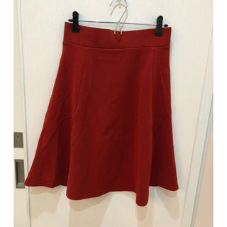 ジーユー(GU)のGU フレアスカート 赤 L(ひざ丈スカート)