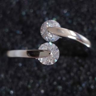 スワロフスキー(SWAROVSKI)の2粒 0.25カラット ダイヤモンドキュービックジルコニア ファッション リング(リング(指輪))