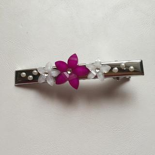 ピンクの花のヘアアクセサリー(バレッタ/ヘアクリップ)