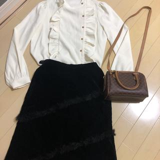 ザラ(ZARA)のファー付きベロアスカート  最終価格(ひざ丈スカート)