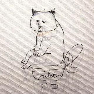 おトイレしている猫をワイヤーアートで壁掛け☆便器にtoilet 癒しのトイレ表示