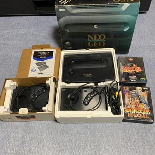 エスエヌケイ(SNK)のネオジオ本体 ソフト2本セット コントローラ付き(家庭用ゲーム本体)