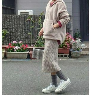 ジーユー(GU)のGUケーブルニットスカート・ベージュM(ひざ丈スカート)