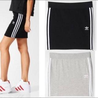 アディダス(adidas)の【美品】アディダス スカート タイトスカート 黒(ミニスカート)