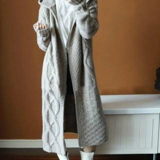 グレー ケーブル編み フリーサイズ(ニット/セーター)