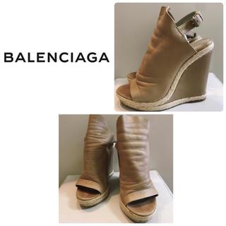 バレンシアガ(Balenciaga)のバレンシアガ ベージュレザー  ウエッジ サンダル(サンダル)