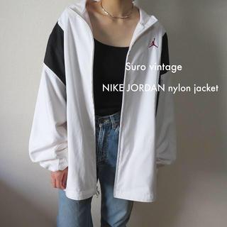 ナイキ(NIKE)のNIKE ジョーダン ロゴ刺繍 ナイロン ジャケット 黒 白 古着 レディース(ナイロンジャケット)