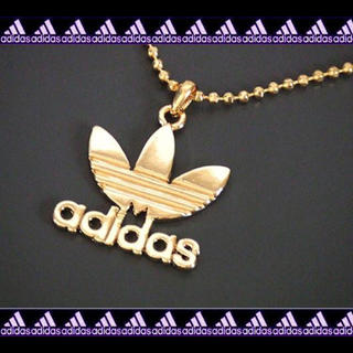 アディダス(adidas)の◇でかメタルロゴネックレス◇ゴールド(ネックレス)