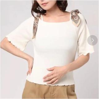 ミスティウーマン(mysty woman)のリブ×肩スカーフオフショルダーTシャツ mystywoman(Tシャツ(半袖/袖なし))