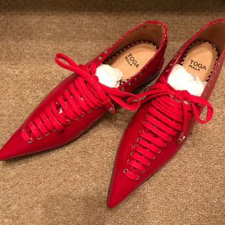 トーガ(TOGA)のTOGA PULLA フラットシューズ 赤 新品未使用(ローファー/革靴)