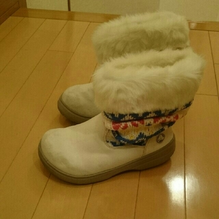 クロックス(crocs)のクロックスcrocsブーツ白カラフルニット柄ブーツ w5 21センチ(ブーツ)