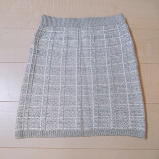 ジーユー(GU)の美品 GU M チェック ニット スカート グレー(ひざ丈スカート)