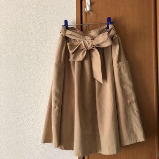 テチチ(Techichi)のテチチ ベージュ リボン付きフレアスカート 新品(ひざ丈スカート)