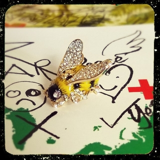 Vivienne Westwood - 新品・BUMBLE Brooch (Gold)