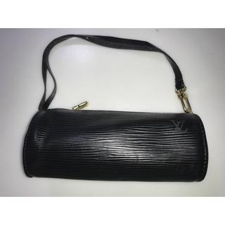 ルイヴィトン(LOUIS VUITTON)の美品ルイヴィトンポーチエピライン 持ち手付き黒系 俵形ポーチ かばん ミニバッグ(ハンドバッグ)