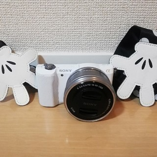ソニー(SONY)の【美品】ミラーレス一眼カメラ SONY a5000 (ミラーレス一眼)