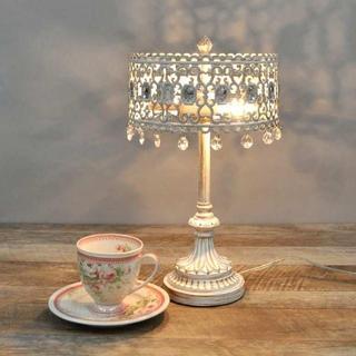 ゴージャスな雰囲気を醸し出す卓上ライト・アンティークホワイト(テーブルスタンド)