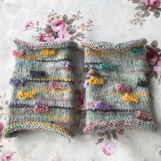 レリーフ編みのリストウォーマー / Opal毛糸(手袋)
