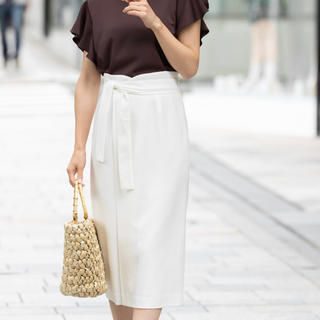トゥエルブアジェンダ(12Twelve Agenda)のスカート ホワイト 新品タグ付き(ひざ丈スカート)