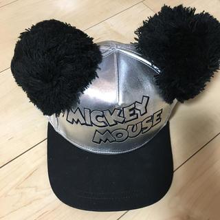 ディズニー(Disney)のミッキーポンポン付きキャップ シルバー(キャップ)