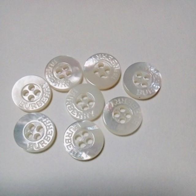 BURBERRY(バーバリー)のBURBERRY4穴ボタン レディースのファッション小物(その他)の商品写真