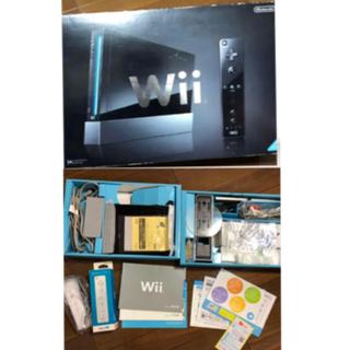 ウィー(Wii)のwii ブラック 美品 セット内容全て揃ってます! リモコン 新品 (家庭用ゲーム本体)