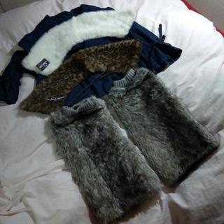 簡単装着ファー付け襟(白とヒョウ柄)とファーレッグウォーマーのセット(つけ襟)