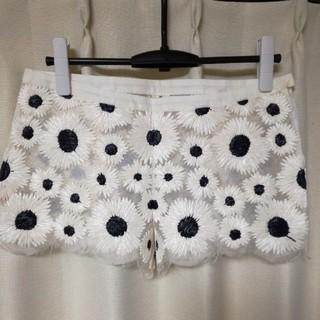 ノゾミイシグロ(NOZOMI ISHIGURO)のNOZOMI ISHIGURO花刺繍ショートパンツ(ショートパンツ)