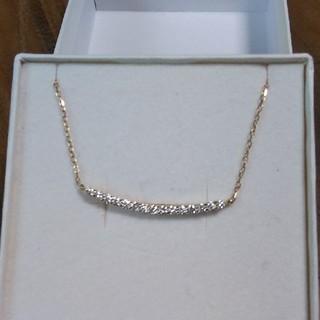 アーカー(AHKAH)のK18YG天然ダイヤ0.3cストレートラインバーネックレス(ネックレス)