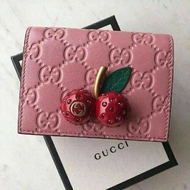 check out 369ff 5e768 Gucci - Gucci 折り財布 チェリー ピンクの通販 by ケンヤ's ...