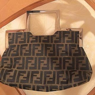 フェンディ(FENDI)のフェンディ  人気のズッカ柄  バッグ お洒落フォルム美品 💕カジュアルにも✨(ハンドバッグ)