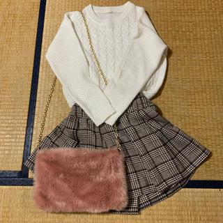 ジーユー(GU)のGU 白ニット 千鳥柄スカート GRL ファーバッグ(ニット/セーター)