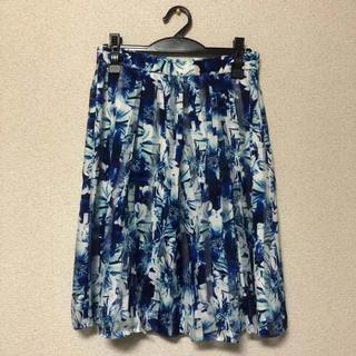 インディヴィ(INDIVI)の花柄スカート  ブルー(ひざ丈スカート)