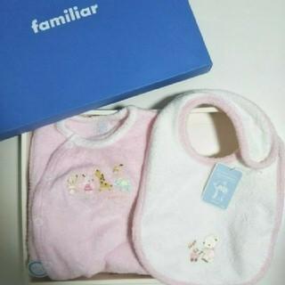 ファミリア(familiar)の【新品】ファミリア  ロンパース と スタイ2点セット女の子ピンク ベビーグロー(ロンパース)