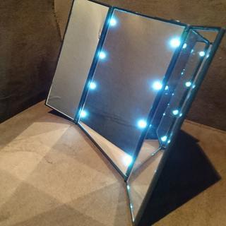 ブラック☆女優ミラー☆電池付き⭐ハート型LED⭐折り畳み三面鏡⭐x(ミラー)