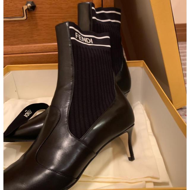 FENDI(フェンディ)のFENDI ブラックレザーアンクルブーツ レディースの靴/シューズ(ブーツ)の商品写真