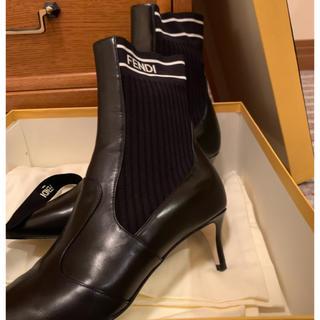 フェンディ(FENDI)のFENDI ブラックレザーアンクルブーツ(ブーツ)