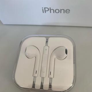 アイフォーン(iPhone)の新品iPhone純正品イヤフォン(ヘッドフォン/イヤフォン)