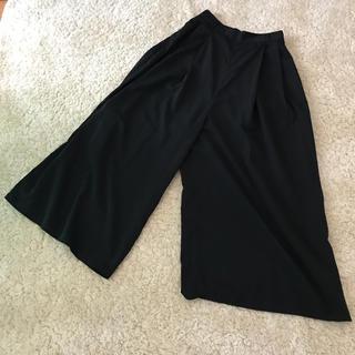 ジーユー(GU)の黒のワイドパンツ(カジュアルパンツ)
