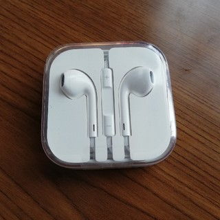 アイフォーン(iPhone)のiPhone6s 純正品 イヤホン(ヘッドフォン/イヤフォン)