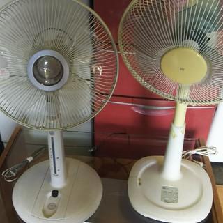 トウシバ(東芝)の扇風機2台(左側TOSHIBA、右側MITSUBISHI)(扇風機)