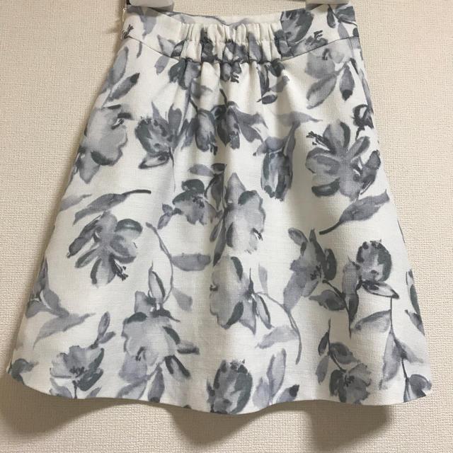 MERCURYDUO(マーキュリーデュオ)のmercuryduo 花柄台形フレアースカート レディースのスカート(ミニスカート)の商品写真