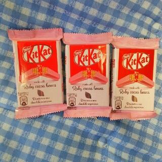 ネスレ(Nestle)のキットカット ルビー カカオ(菓子/デザート)