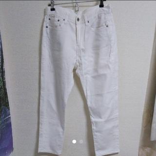 ジーユー(GU)のホワイトパンツ 長ズボン ゆったり くるぶし丈 バックシルエット GU(カジュアルパンツ)